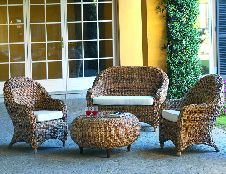 Divani e poltrone home arb divani divani letto for Poltrone in rattan