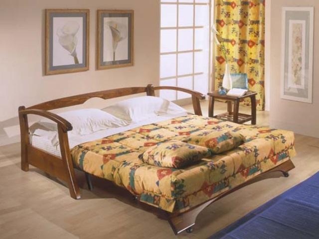 Divani letto in legno idee per il design della casa for Piccolo creatore della pianta della casa